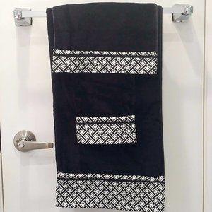 NWT Plush Black Bath Towel Set